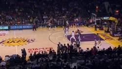 Enlace a McGee ha protagonizado una jugada con los Lakers que no todo el mundo está de acuerdo con que sea legal