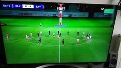 Enlace a En el Olympiakos-Bayern terminaron el partido haciendo un rondo entre todos por culpa de los ultras