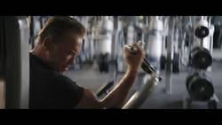 Enlace a Schwarzenegger le da la bienvenida a Los Ángeles a Kawhi con esta publi de Terminator Dark Fate