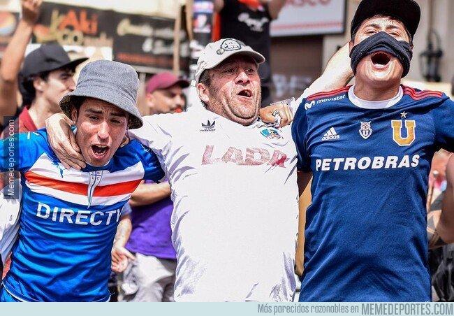 1089429 - La situación en Chile es tan seria q ue fans de la U Católica, Colo Colo y la U de Chile han salido a marchar juntos