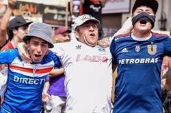 Enlace a La situación en Chile es tan seria q ue fans de la U Católica, Colo Colo y la U de Chile han salido a marchar juntos