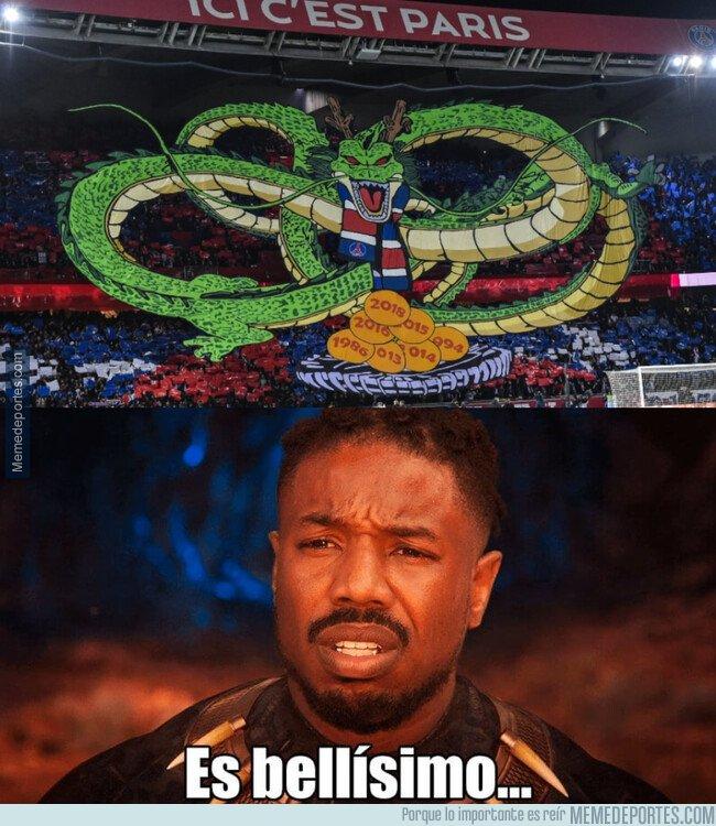 1089486 - El precioso mosaico a lo 'Dragon Ball' que desplegaron en el Parque de los Príncipes