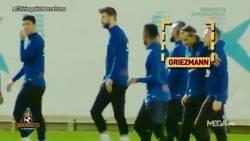 Enlace a Sigue el lío: Nuevo capítulo en el que se ve que Messi y Griezmann no se llevan muy bien