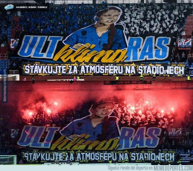 1089779 - Fans del Baník Ostrava checo usaron a Greta Thungberg como trapo