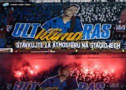Enlace a Fans del Baník Ostrava checo usaron a Greta Thungberg como trapo