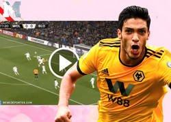 Enlace a Terrible susto en la Europa League: Raul Jimenez noquea a un rival del Slovan Bratislava