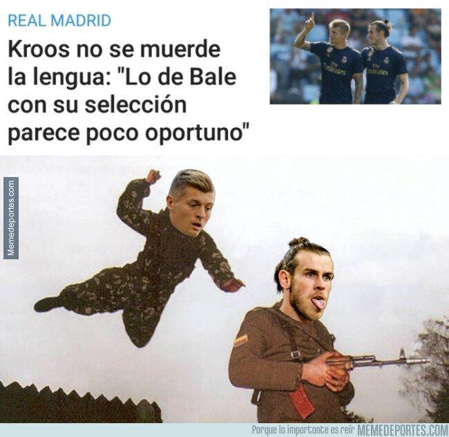 1090417 - Kroos le mete un palo a su compañero Bale
