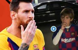 Enlace a La naturalidad de Messi para hablar con unos fanáticos en la salida del parking tras un entrenamiento