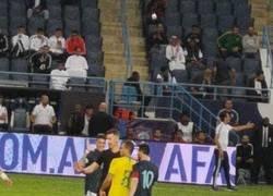 Enlace a Polémica: La gran pelea de Messi con Arthur en el partido Argentina-Brasil que pasará factura en su relación en el Barça