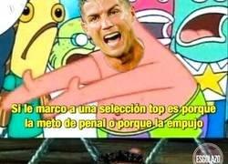Enlace a Cristiano al ver que alagan a Messi por marca de penal ante de penal ante Uruguay..