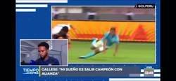 Enlace a DE TRACA: Pedro Gallese, el portero de la selección Perú le pide perdón a su esposa en directo por engañarla. Lo más random de la década.