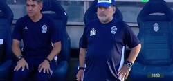 Enlace a Todo el mundo se está riendo con Maradona al hacer esto cuando le pitaron un penalti