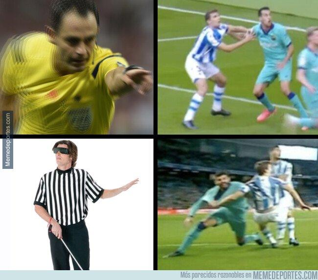1093475 - La dos varas de medir del árbitro del Real Sociedad-Barça