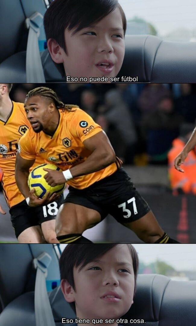 1094526 - Adama parece un jugador de Rugby a punto de hacer touchdown