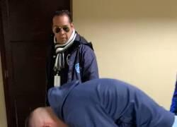 Enlace a Fortísimo: Juanmi Callejón rompe en llanto cuando un pequeño fanático le ruega que se quede.