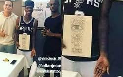 Enlace a Nunca hay que olvidar el día que Vinicius le mostró al mundo su nuevo tatuaje
