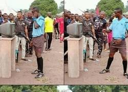 Enlace a Dios bendiga el VAR en África
