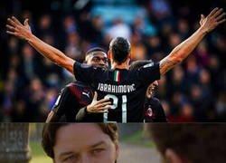 Enlace a Zlatan liderando una victoria del Milan como antaño