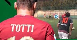 Enlace a Por dios, Totti. Sólo es una pachanga con colegas.
