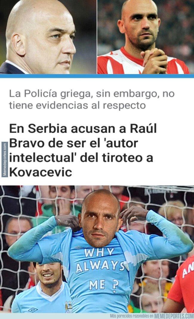 1096089 - Raúl Bravo sale de un lío para meterse en otro