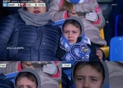 Enlace a En Italia se hizo viral este nene llorando por la crisis del Napoli. ¿Se le sumará al Milan?