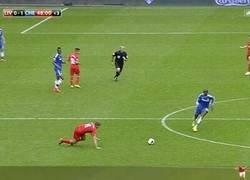 Enlace a Tremendo homenaje de Kanté a Gerrard