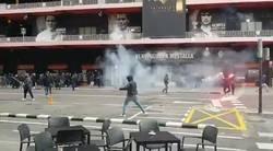 Enlace a Batalla de Ultras de Valencia y Barça fuera de Mestalla