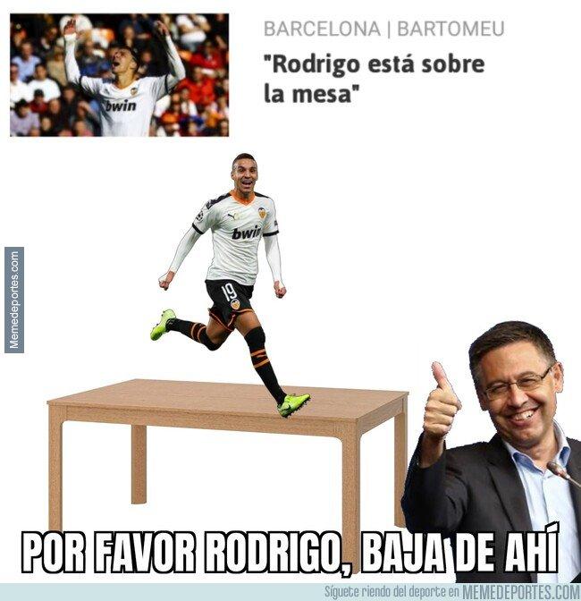 1096966 - Rodrigo está sobre la mesa