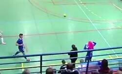 Enlace a Esta jugada en un partido de fútbol sala es el mejor ejemplo del que se puede dar a un niño para el futuro