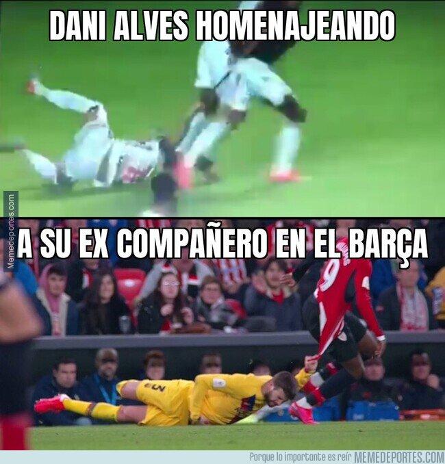 1098213 - Alves recordando a su ex compañero Piqué
