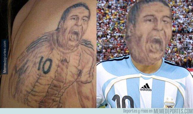 1098220 - Se quiere tatuar un Riquelme y le sale un homúnculo.