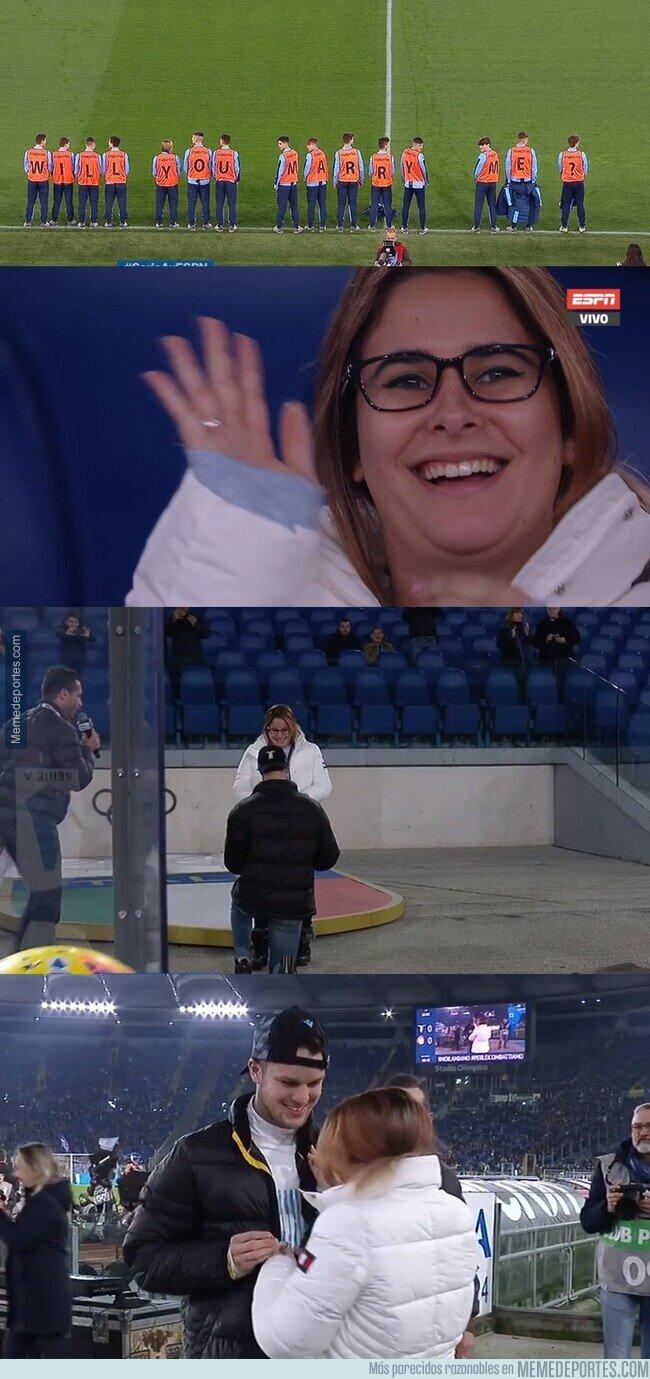 1098481 - Il Amore: Un fanático de la Lazio acordó con los juveniles del equipo para pedir la mano de su novia