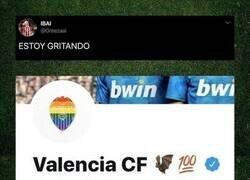Enlace a Todo Twitter se está riendo por este detalle en el avatar de la cuenta del Valencia en árabe en comparación con las de inglés y español