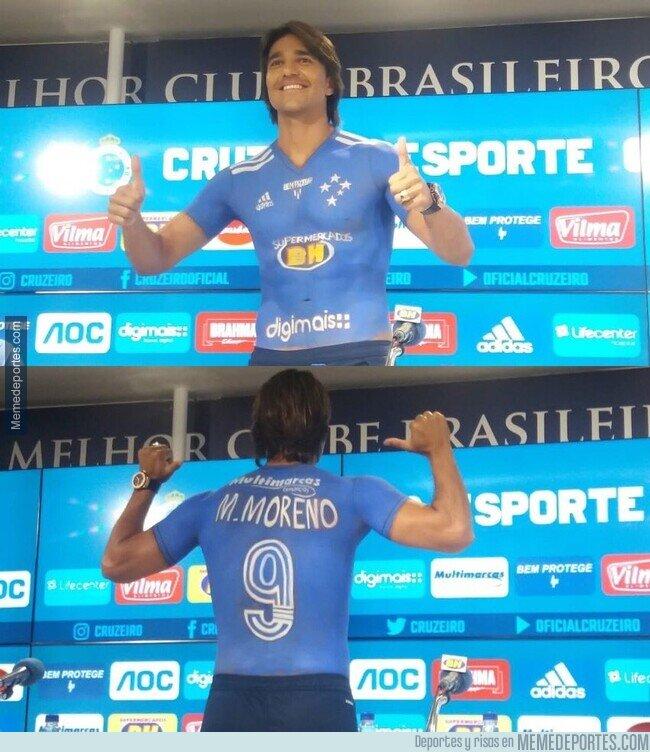 1098834 - Solo en Brasil: El Boliviano Marcelo Moreno fue presentado como refuerzo del Cruzeiro... con la camiseta pintada al cuerpo