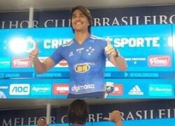 Enlace a Solo en Brasil: El Boliviano Marcelo Moreno fue presentado como refuerzo del Cruzeiro... con la camiseta pintada al cuerpo