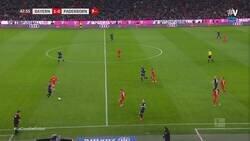 Enlace a El tremendo error de Neuer haciendo una cantada de las que hacen época de la que todo el mundo está hablando