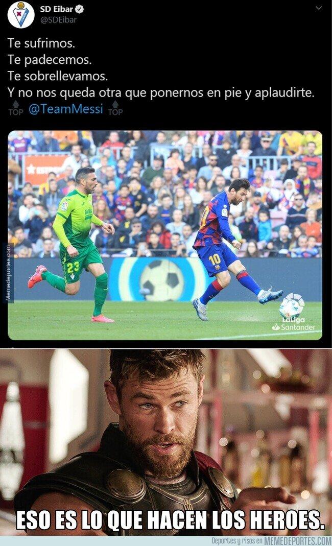 1099005 - El señorío del Eibar reconociendo la actuación de Messi. Honor.
