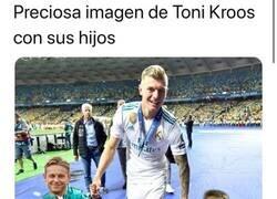 Enlace a Toni Kroos se la sacó en el Clásico