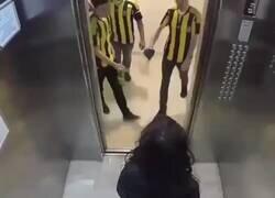 Enlace a Broma en ascensor de Turquía con 2 grupos de aficiones rivales.