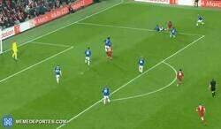 Enlace a Nunca olvidemos que Salah ganó el puskas por este gol despues de que todos los musulmanes votaran por él.