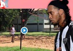 Enlace a Irónico, pero Ronaldinho es de los pocos que esta pasando un buen tiempo en esta cuarentena.