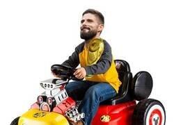 Enlace a Giroud en su Go-Kart pero con una copa del mundo
