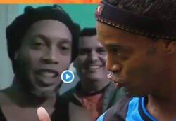 Enlace a Se filtra un vídeo de Ronaldinho presentando a su compañero de celda