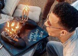 Enlace a Ahora necesito la tarta de cumpleaños de Dele Alli