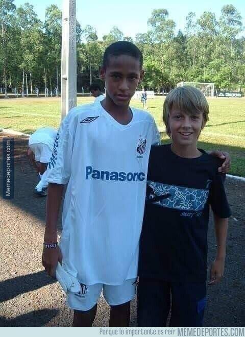 1102728 - Neymar y su padrastro hace algunos años