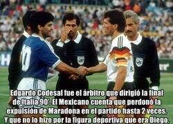 Enlace a El árbitro de la final del mundial de Italia 90' cuenta como perdonó la expulsión de Maradona solo por la admiración que le tenía.