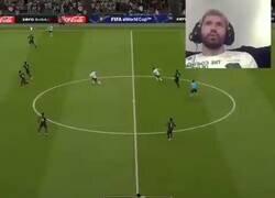 Enlace a La reacción de Agüero completamente sincronizada con la de su homólogo en el FIFA