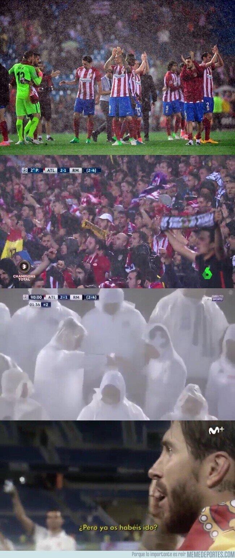 1104264 - Hace 3 años la afición del Atleti le dió una lección al Madrid de como se anima a un equipo a pesar de la derrota y la lluvia.