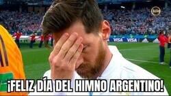 Enlace a Como olvidar el día que Messi predijo desde el himno el desastre de Argentina frente a Croacia