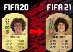 Enlace a David Luiz va a sufrir una dura bajada, por @poi_fifa